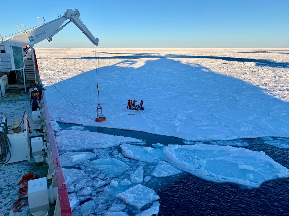 SIMB deployment on the sea ice